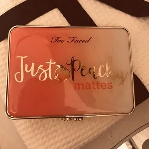 ⭐️Too Faced Just Peachy eyeshadow matte pallet ⭐️